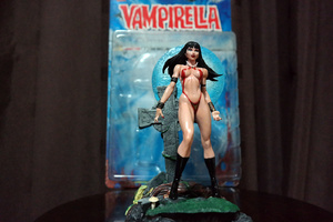 Vampirella figure | Rizal Farok